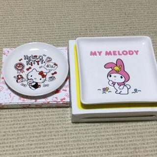 サンリオ(サンリオ)のMY  MELODYレリーフ皿  HELLO KITTYプレート(食器)
