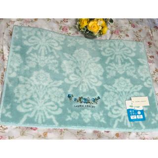 ローラアシュレイ(LAURA ASHLEY)のローラアシュレイ❤️【新品】ブルーのバラ刺繍のマット(玄関マット)
