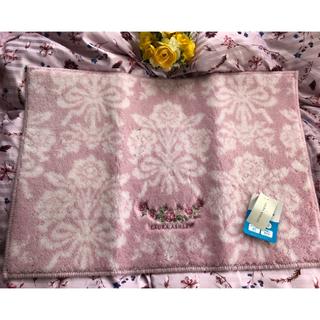 ローラアシュレイ(LAURA ASHLEY)のローラアシュレイ❤️【新品】ピンクのバラ刺繍のマット(玄関マット)