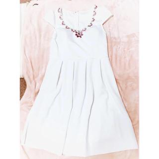 デイジーストア(dazzy store)の新品未使用♡デコルテパールビジュー袖付Aラインフレアミニドレス(ミディアムドレス)