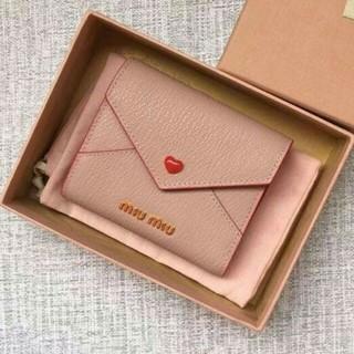 ミュウミュウ(miumiu)のMiuMiu財布 三つ折り財布 短財布(財布)