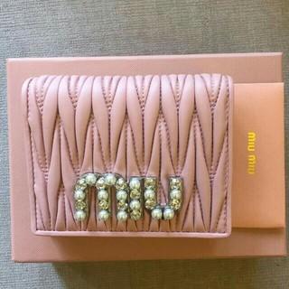 ミュウミュウ(miumiu)のMiuMiu財布 折り財布 短財布(財布)