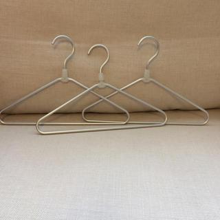ムジルシリョウヒン(MUJI (無印良品))の無印良品 子供ハンガー三本(押し入れ収納/ハンガー)