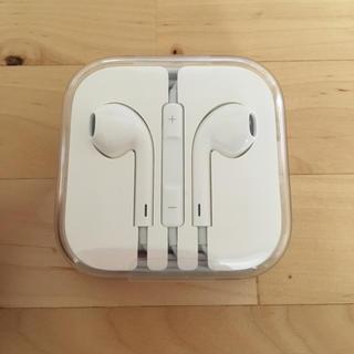 アップル(Apple)のiPhone イヤフォン(ストラップ/イヤホンジャック)