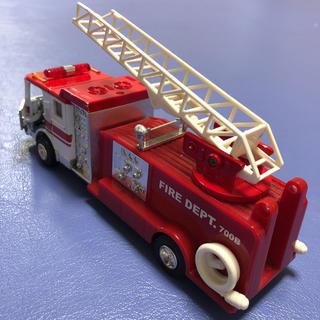 アメリカンUSA消防車 救急車両 光って鳴る700B ポンプ車 白 ★送料無料