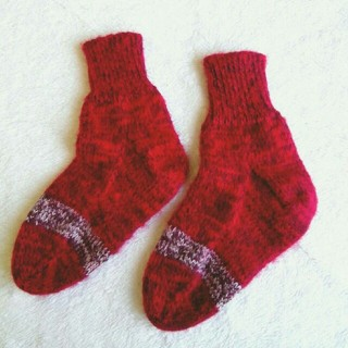 手編みの靴下☆ルームソックス☆レッド(レッグウェア)