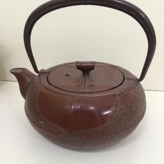 茶色の鉄瓶の急須(金属工芸)