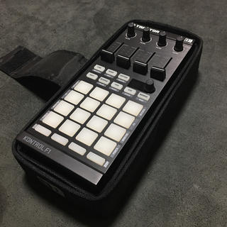 Native Instruments Traktor Kontrol F1(DJコントローラー)