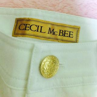セシルマクビー(CECIL McBEE)のセシルの白パンツ(カジュアルパンツ)