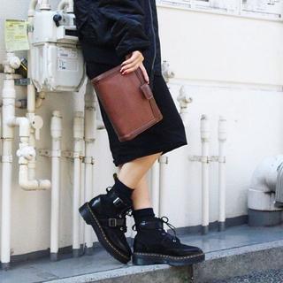 ドクターマーチン(Dr.Martens)の【着用イメージ画像】Dr.Martens MASHA UK3 黒 厚底(ブーツ)