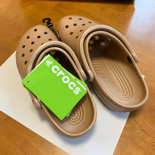 クロックス(crocs)のcrocs Classic ゴールド 24cm(サンダル)