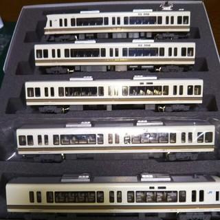 カトー(KATO`)のカトー 221系 4両増結セット+1両(鉄道模型)