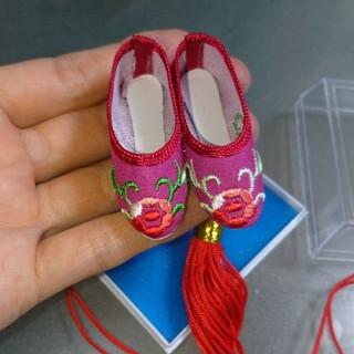 ショウガクカン(小学館)の台湾★パワースポット★龍安寺お守り★刺繍の靴♪(置物)