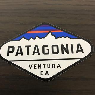 パタゴニア(patagonia)の【縦6.4cm横10.2cm】patagonia パタゴニア  公式ステッカー(ステッカー)