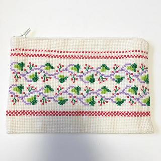 ハンドメイドクロスステッチ刺繍チェリーポーチ(ポーチ)