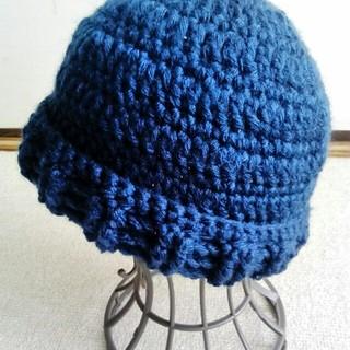 ネイビー色シフォンムース糸の、手編み帽子(帽子)
