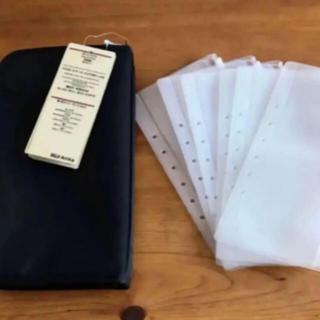 MUJI (無印良品) - 新品 無印良品 パスポートケース ブラック リフィール6枚付き