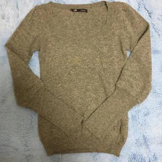 キュー(Q)のグレーニットセーター(ニット/セーター)