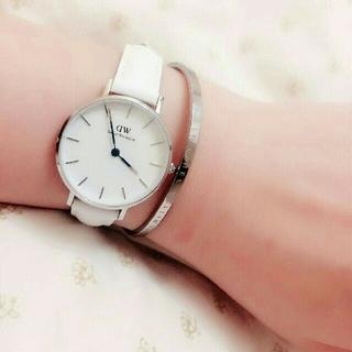 ダニエルウェリントン(Daniel Wellington)の【28mm】女性に大人気!ホワイト腕時計&バングルセット★ダニエルウェリントン(腕時計)