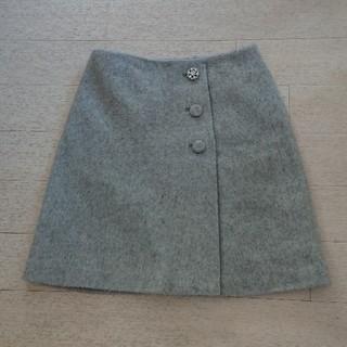 クチュールブローチ(Couture Brooch)のビジューつきラップ風ミニスカート(ミニスカート)