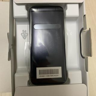 キョウセラ(京セラ)のGRATINA KYF37(携帯電話本体)