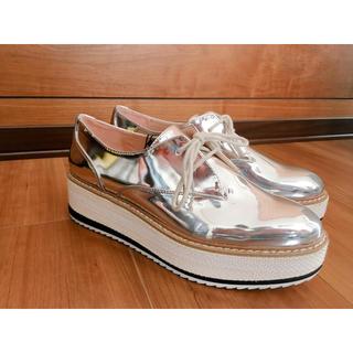 ザラ(ZARA)の新品 ZARA エナメル厚底靴(ローファー/革靴)