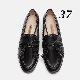ザラ(ZARA)の新品 完売品 ZARA 37 タッセル付き スタッズ ローファー(ローファー/革靴)