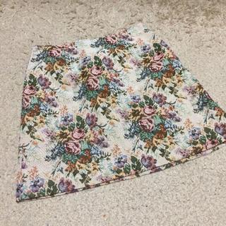 ジーユー(GU)の花柄 タイトスカート(ミニスカート)