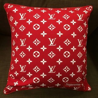 LOUIS VUITTON - 新品 supreme x ルイヴィトン 枕 クッション 2色選択可能です