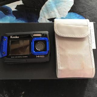 ケンコー(Kenko)のケンコー防水デュアルモニターデジタルカメラ 1度のみ使用 保護シート有(コンパクトデジタルカメラ)