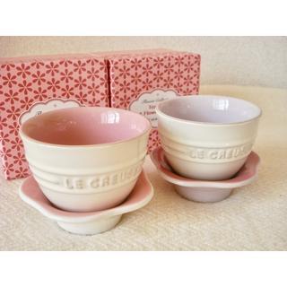 ルクルーゼ(LE CREUSET)のルクルーゼ ティーカップ&フラワーソーサー 2個■ピンク2種 新品 湯のみ(食器)