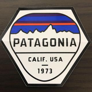 パタゴニア(patagonia)の【縦7.5cm横8.9cm】patagonia パタゴニア  公式ステッカー(ステッカー)
