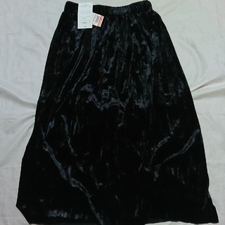 シマムラ(しまむら)の新品しまむら ベロアプリーツスカート 黒Mサイズ(ロングスカート)
