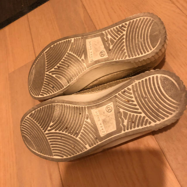 ZARA(ザラ)のzara  basic スニーカー ゴールド レディースの靴/シューズ(スニーカー)の商品写真