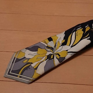 エミリオプッチ(EMILIO PUCCI)のエミリオプッチ正規品  ブラックベースデザインネクタイ(ネクタイ)
