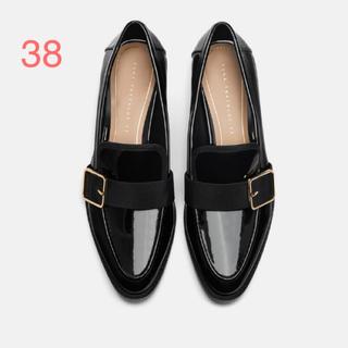 ザラ(ZARA)のZARA ブラック エナメルローファー(ローファー/革靴)