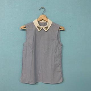 ダズリン(dazzlin)のdazzlin襟ビジュー付きノースリーブシャツ(シャツ/ブラウス(半袖/袖なし))
