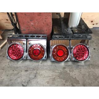 イスズ(いすゞ)のいすゞ純正オプション 丸型LED2連テールランプ (トラック・バス用品)