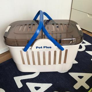 ペット用キャリー。3回使用。下にタオルを敷いて病院やお出掛けに。40×30×30(かご/ケージ)