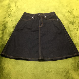 ジーユー(GU)の【新品未使用】台形 デニムスカート(ひざ丈スカート)
