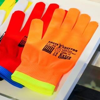 ルイヴィトン(LOUIS VUITTON)のLOUIS VUITTONグローブオレンジ 日本ポップアップストア限定(手袋)