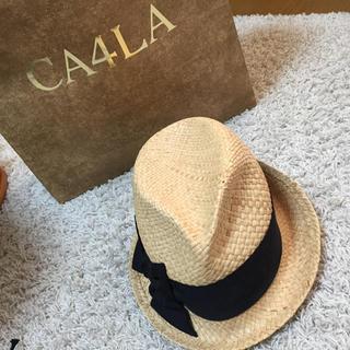 カシラ(CA4LA)の2way ブラックリボン つば広ストローハット(麦わら帽子/ストローハット)