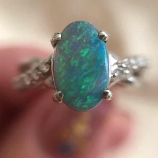 青と緑の遊色が大変綺麗!オーストラリア産ブラックオパールリング(リング(指輪))