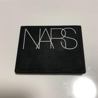 ナーズ(NARS)のNARS ライト リフティング セッティングパウダー プレストN(フェイスパウダー)