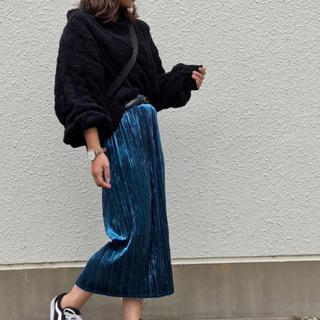 ジーユー(GU)の[GU]クラッシュベロアプリーツスカート(ひざ丈スカート)