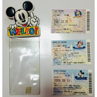ディズニー(Disney)のディズニー チケットホルダー ミッキー レトロ入場券付き(遊園地/テーマパーク)