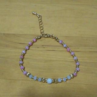 シマムラ(しまむら)の白 半透明 薄 ピンク ビーズ ブレスレット 繊細 ブレスレット ゴールド 新品(ブレスレット/バングル)