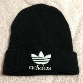 アディダス(adidas)のアディダス 黒ニット 帽子 (ニット帽/ビーニー)