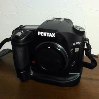 ペンタックス(PENTAX)のペンタックスK200Dボディ+(バッテリーパック)(デジタル一眼)