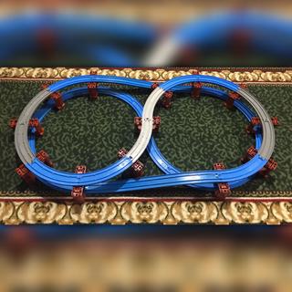 トミー(TOMMY)のプラレール 橋脚レイアウト ニュー坂レール∞ループ立体レイアウト CGY&チョコ(鉄道模型)